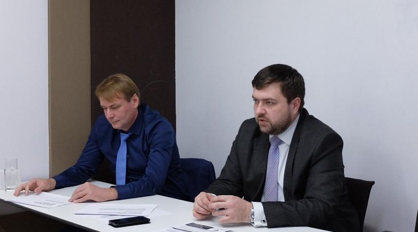 иктор Сосна и Антон Алешин отвечают на вопросы участников семинара